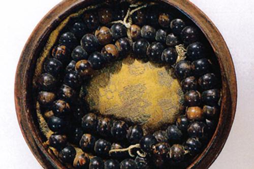 数珠の歴史(2)奈良時代の琥珀念珠